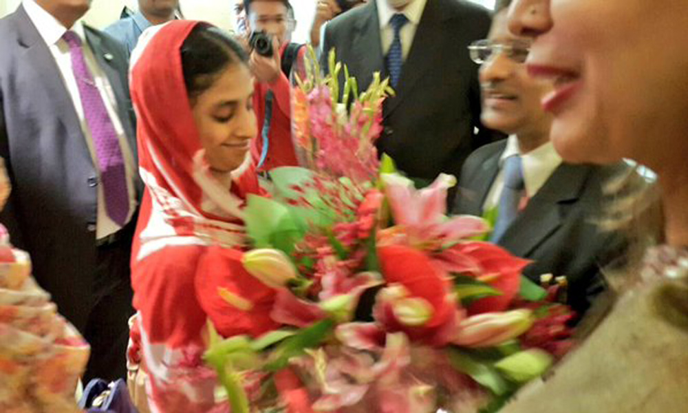 Delhi, 26 Oct 2015:  A daughter returns home. Geeta arrives in New Delhi accompanied by members of Edhi Foundation