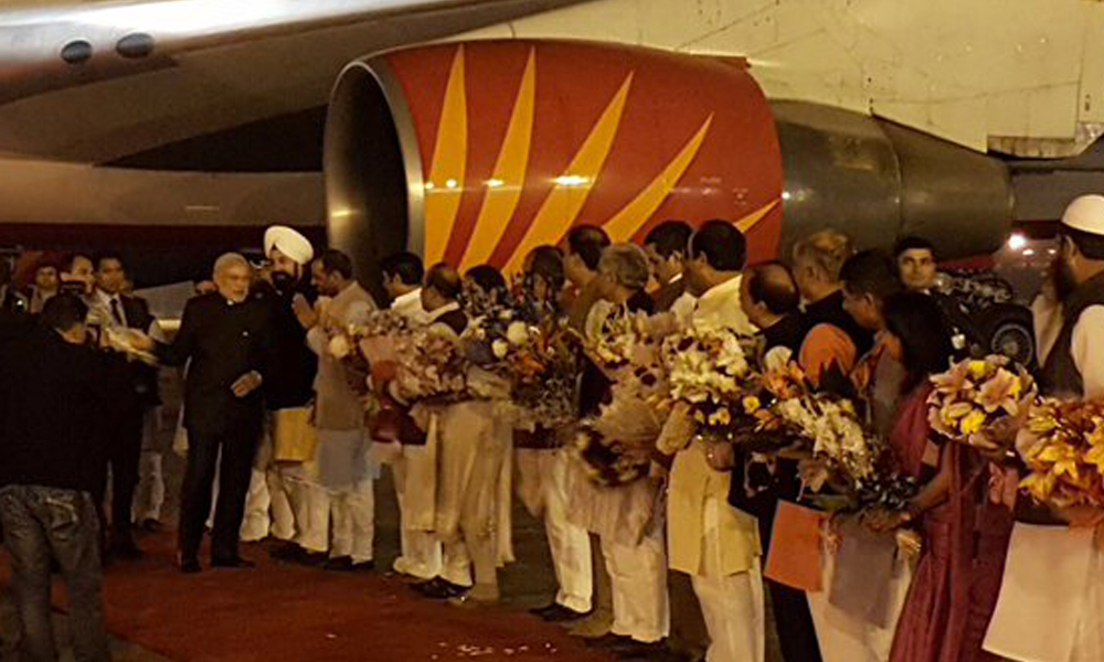 Delhi: 17 Nov 2015: PM Narendra Modi lands in Delhi after a 2 nation tour, focussed on bilateral ties, economic cooperation & security.