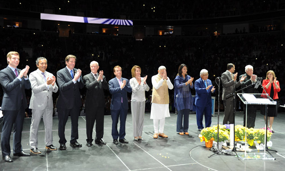 San Jose: 27 Sept 2015:Prime Minister, Narendra Modi with the organisers at the SAP Centre, in San Jose, California.
