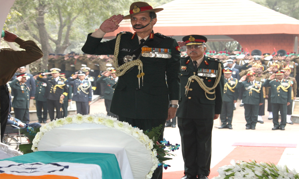 New Delhi,1st Feb: The Chief of Army Staff, General Dalbir Singh paying homage at the mortal remains of Gen. K.V. Krishna Rao, at Brar Square.