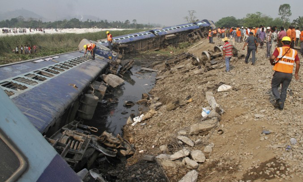 Chandigarh, 04 Oct. 2016: Four passengers were injured when 10 coaches of the Jhelum Express derailed between Jalandhar and Ludhiana in Punjab on Tuesday morning.