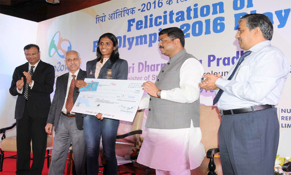 Delhi, 07 Oct. 16: The Minister of State for Petroleum and Natural Gas Shri Dharmendra Pradhan felicitated the Rio Olympic-2016 Players, at the felicitation function of the Olympians/Participants of the Rio Olympic-2016