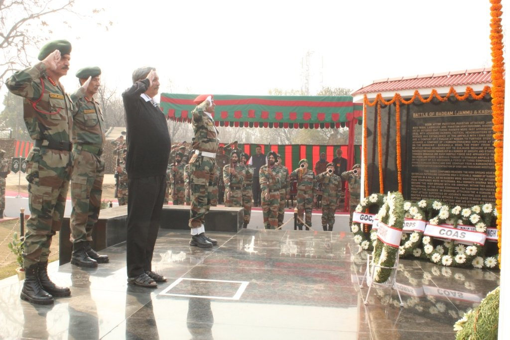 J&K, 4 November 2016:  Defence Minister Manohar Parrikar along with COAS pay homage at Maj Somnath Sharma, PVC Memorial.