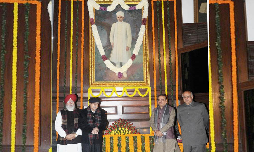 Delhi, 25 Dec. 16: The Union Minister for Chemicals & Fertilizers, Shri Ananth Kumar, the Minister of State for Agriculture  Shri S.S. Ahluwalia and other dignitaries paid tributes to Pandit Madan Mohan Malviya on his birth anniversary, at Parliament House.