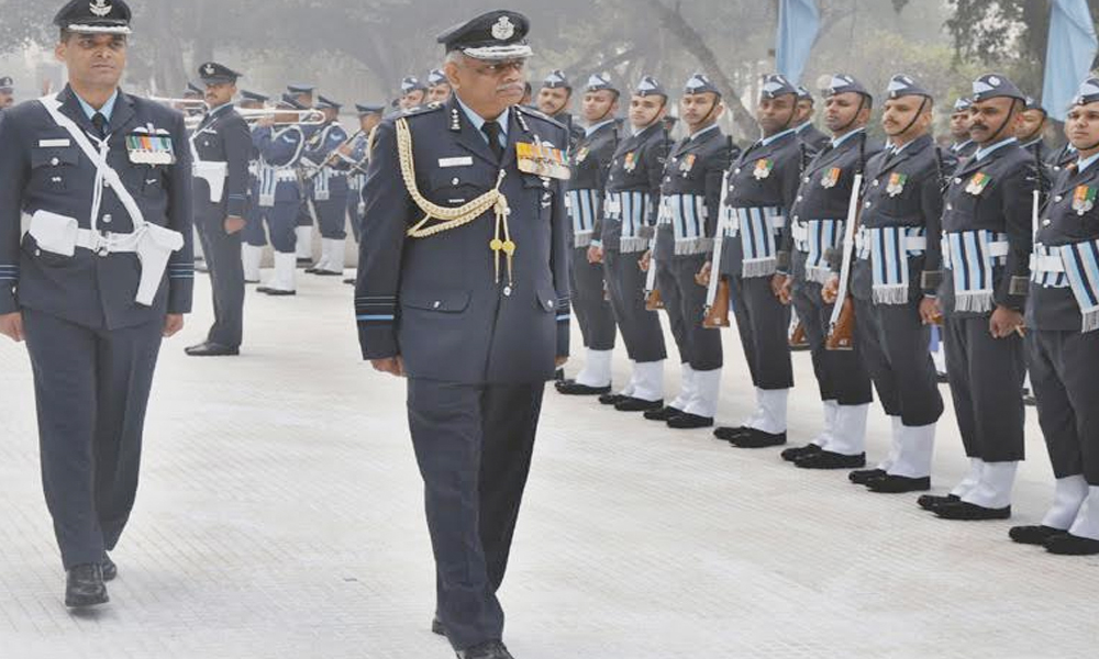 Delhi, 31st Dec.2016: The Air Officer Commanding-in-Chief, Western Air Command, Air Marshal S.B. Deo inspecting the guard of honour on his departure from HQ Western Air Command.