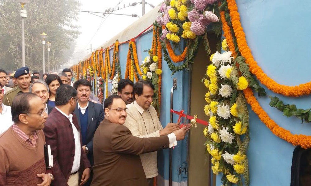 Delhi, 08 Dec. 16: Union Minister for Railways, Suresh Prabhu along with the Union Minister for Health & Family Welfare, J.P. Nadda inaugurating the two additional coaches for Cancer and Family Health Services on the Lifeline Express, the World's First Hospital Train.
