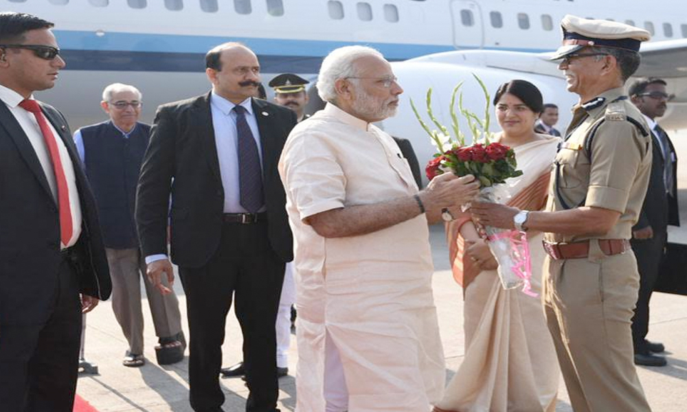 Ahmedabad, 10th Dec 10.2016: The Prime Minister, Shri Narendra Modi being received by the Governor of Gujarat and Madhya Pradesh, Shri O.P. Kohli