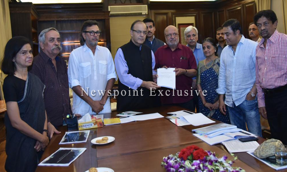 Delhi, 27 April 2016: Shyam Benegal Submits Report To Arun Jaitley, Says CBFC Shouldn't 'Use Scissors' On Any Film