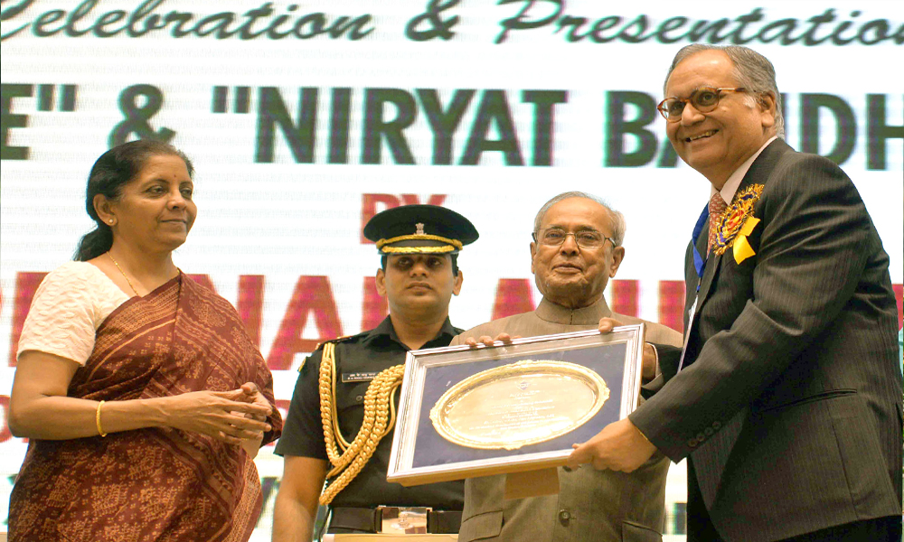 New Delhi,5th May 2016: The President, Pranab Mukherjee presented the FIEO's 'Niryat Shree' and 'Niryat Bandhu' Awards to outstanding Exports, Service Providers, Best performing Banks and EPCs, during the Federation of Indian Export Organisation's Golden Jubilee Celebrations.