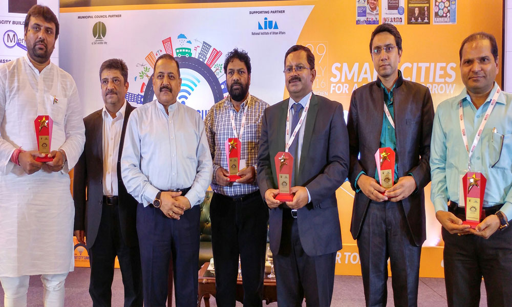Delhi, 30th July 2016: Dr. Jitendra Singh in a group photograph with the recipients of the Smart City Summit Awards.