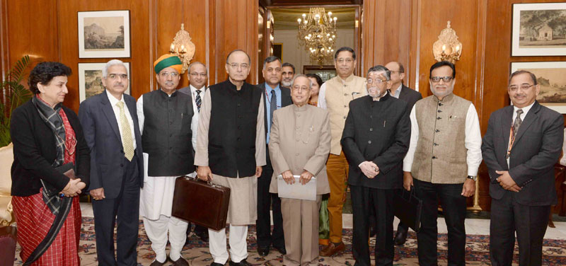 Delhi, 1st Feb.2017: FM Arun Jaitley and his team called on President Mukherjee for the customary briefing on the Budget before presentation
