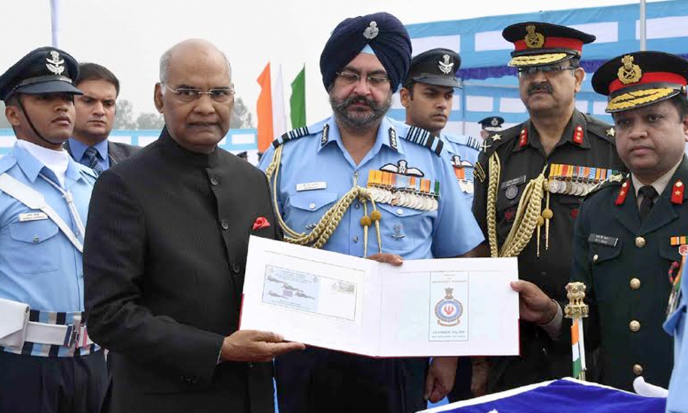 Punjab, 17th Nov.2017: The President, Shri Ram Nath Kovind releasing the Special Cover, at the presentation of the Standards to 223 Squadron and 117 Helicopter Unit of Indian Air Force, at Adampur, in Punjab