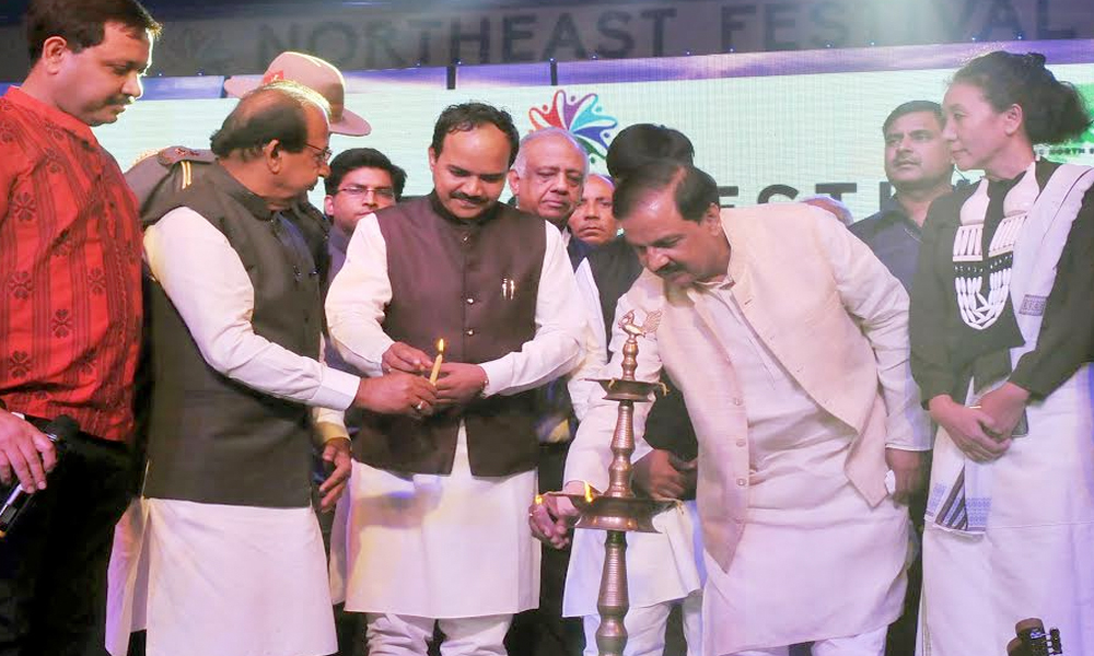 Delhi, 4th Nov.2017: The Minister of State for Culture (I/C) and Environment, Forest & Climate Change, Dr. Mahesh Sharma lighting the lamp to inaugurate the North East Festival