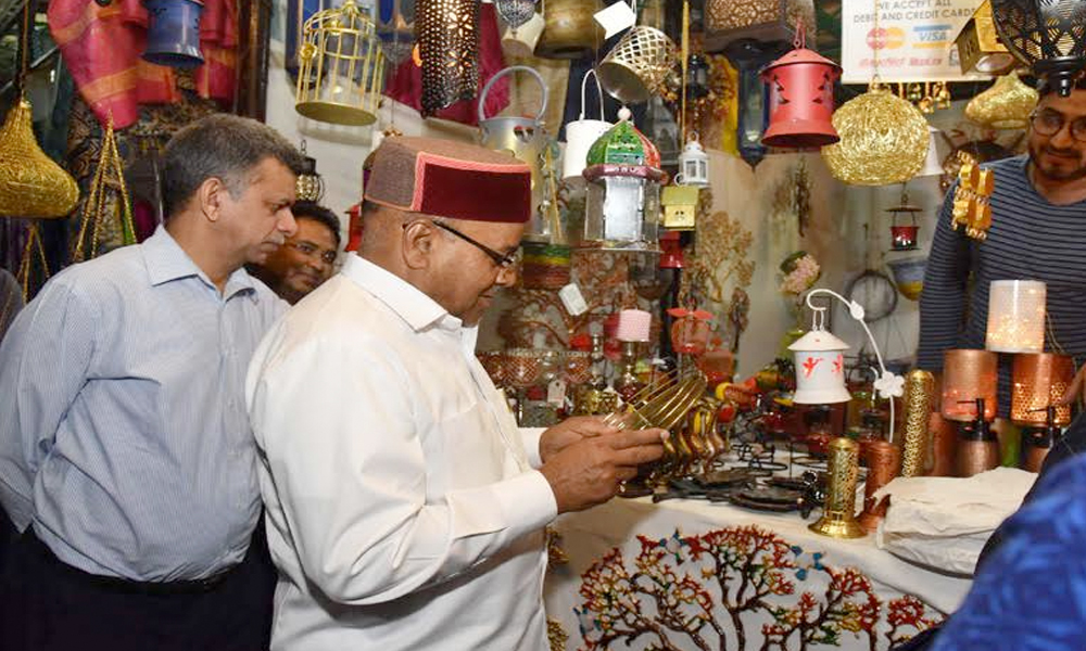 "Delhi, 10th Nov.2017: The Union Minister for Social Justice and Empowerment, Shri Thaawar Chand Gehlot visiting the ""Shilpotsav-2017"""