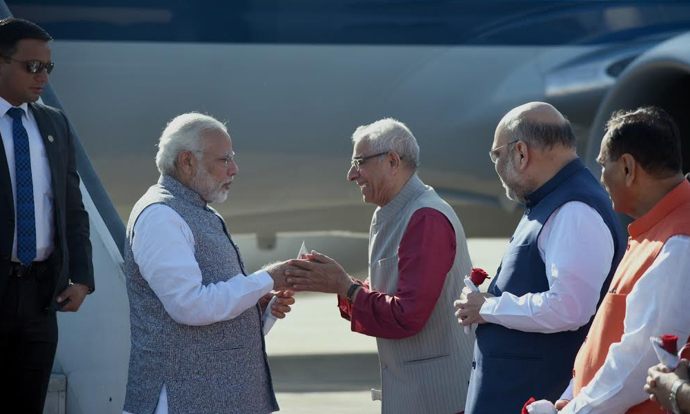 Gujarat, 26th Dec.2017: The Prime Minister, Shri Narendra Modi being welcomed by the Governor of Gujarat, Shri O.P. Kohli, on his arrival to attend the oath-taking ceremony of the newly formed Council of Ministers of the Gujarat Government, at Gandhi Nagar, Gujarat