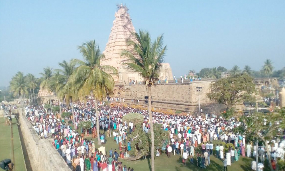 Tamil Nadu, 2nd Feb.2017: Thousands of pilgrims throng Gangaikonda Cholapuram temple in Ariyalur