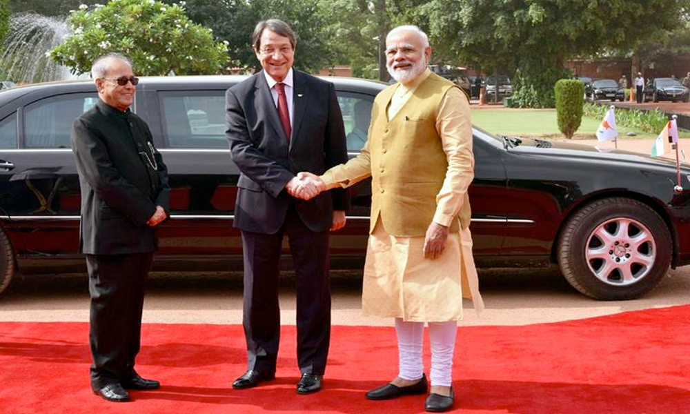 Delhi, 28th April.2017: The President of the Republic of Cyprus, Mr. Nicos Anastasiades being received by the President, Shri Pranab Mukherjee and the Prime Minister, Shri Narendra Modi, at the Ceremonial Reception, at Rashtrapati Bhavan