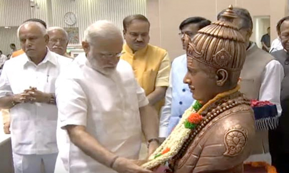 29th April.2017: Prime Minister Narendra Modi garlands statue of Lord Basaveswara at Basava Jayanti Convention