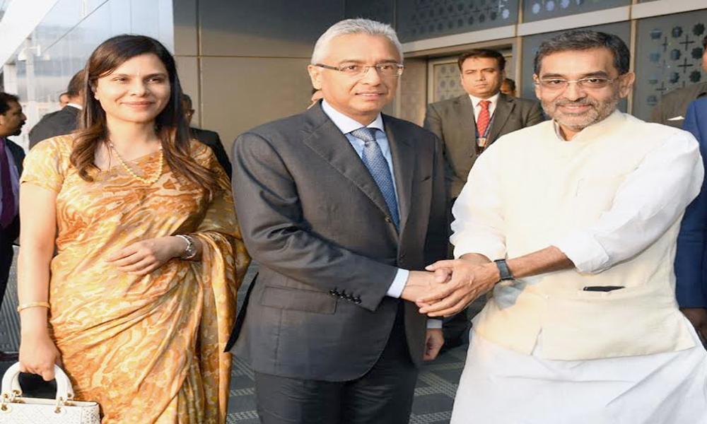 Delhi, 26th May.2017: The Prime Minister of the Republic of Mauritius, Mr. Pravind Kumar Jugnauth and Mrs. Kobita Ramdanee-Jugnauth being received by the Minister of State for Human Resource Development, Shri Upendra Kushwaha, on their arrival at IGI Airport