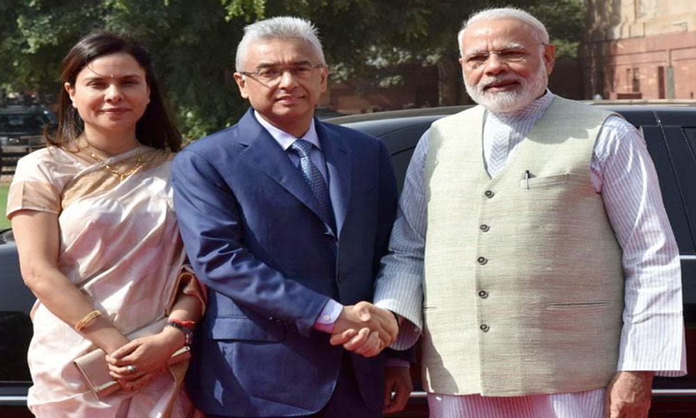 Delhi, 27th May.2017: The Prime Minister of the Republic of Mauritius, Mr. Pravind Kumar Jugnauth being received by the Prime Minister, Shri Narendra Modi, at the Ceremonial Reception, at Rashtrapati Bhavan
