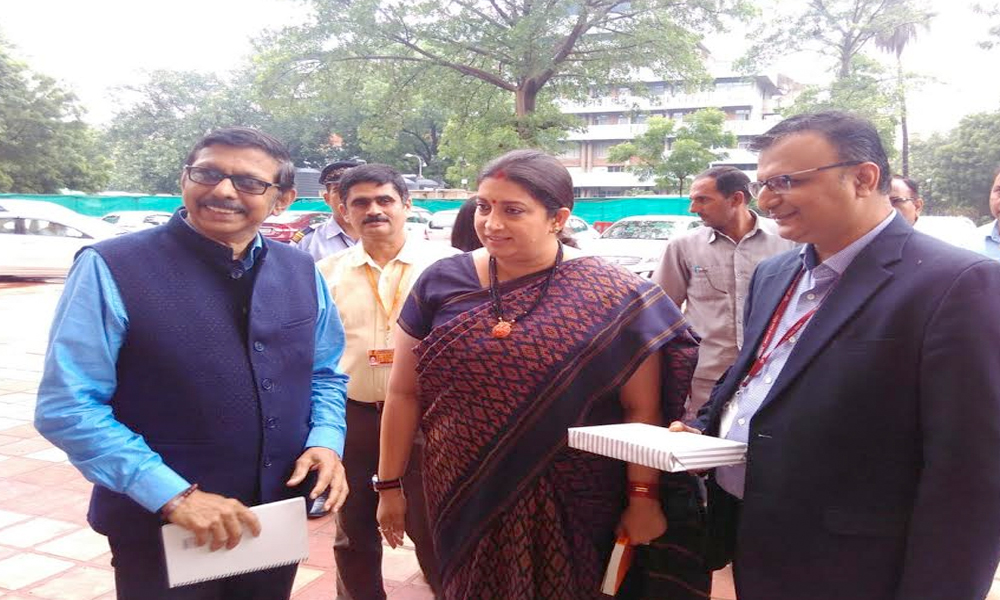 Delhi, 20th July.2017: Prasar Bharati officials welcome Information & Broadcasting Minister Smriti Irani at Prasar Bharati Secretariat