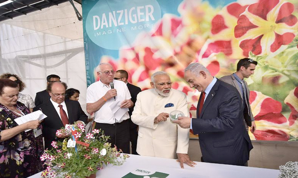 Israel, 5th July.2017: The Prime Minister, Shri Narendra Modi and the Prime Minister of Israel, Mr. Benjamin Netanyahu visiting the Danziger Flower Farm- a leading facility for R&D in plant varieties, in Tel Aviv