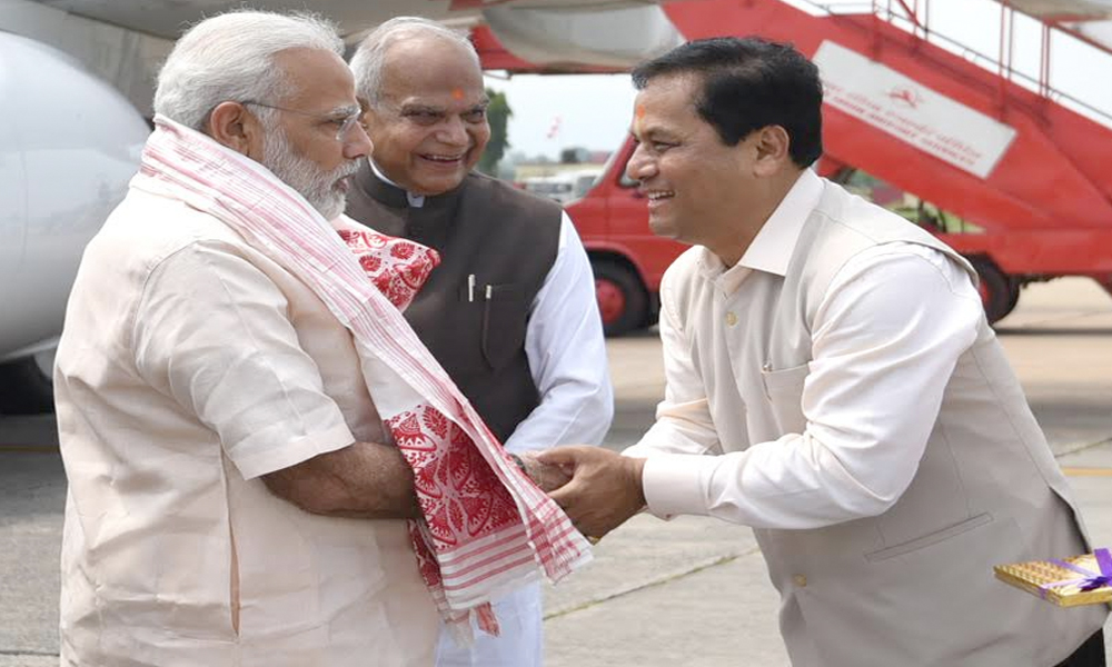 Guwahati, 1st Aug.2017: Prime Minister, Shri Narendra Modi being received by the Governor of Assam, Shri Banwarilal Purohit and the Chief Minister of Assam, Shri Sarbananda Sonowal, on his arrival
