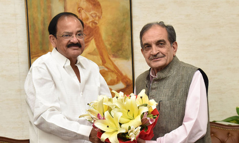 Delhi, 26th Aug.2017: The Union Minister for Steel, Shri Chaudhary Birender Singh calling on the Vice President, Shri M. Venkaiah Naidu