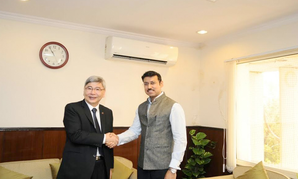 Delhi, 13th Sep.2017: Malaysian Minister of Plantation Industries and Commodities Datuk Seri Mah Siew Keong meets Sports Minister Rajyavardhan rathore in NewDelhi
