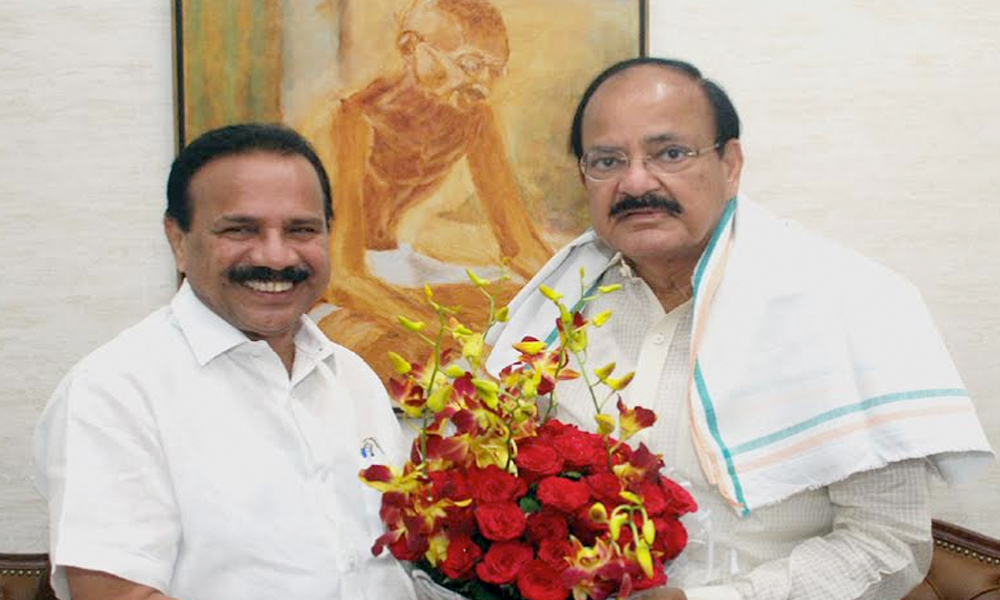 Delhi, 13th Sep.2017: The Union Minister for Statistics and Programme Implementation, Shri D.V. Sadananda Gowda calling on the Vice President, Shri M. Venkaiah Naidu