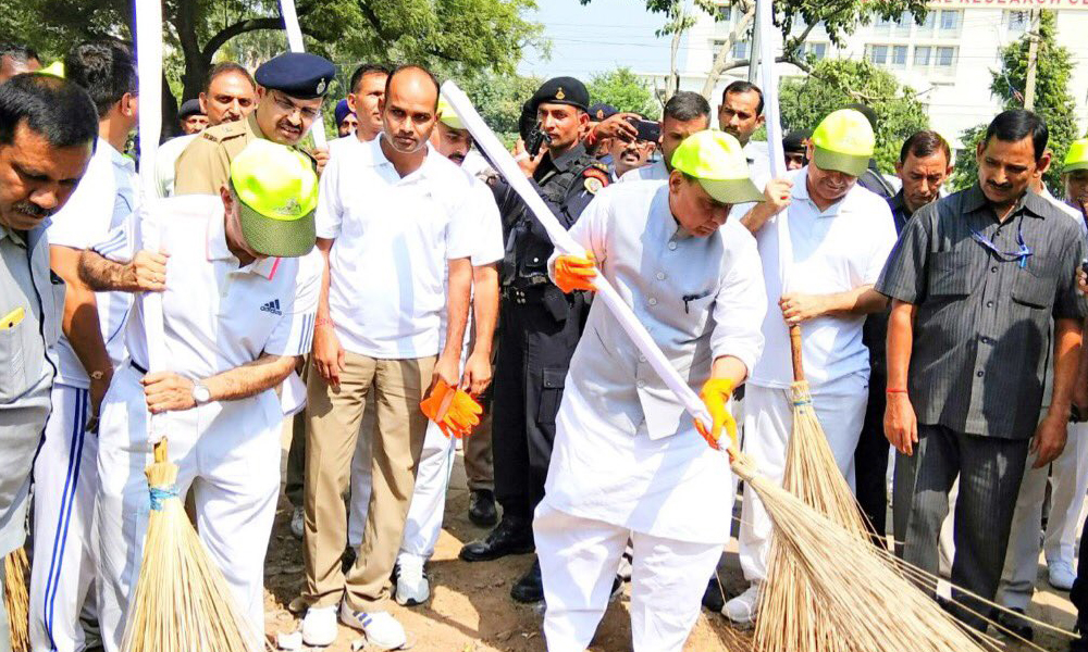 Delhi, 15th Sep.2017: Home Minister Rajnath Singh promotes Swachhta Hi Seva campaign with ITBP officials