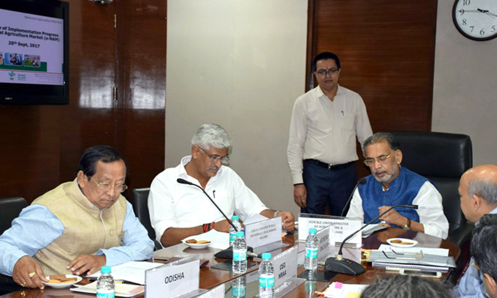 Delhi, 21st Sep.2017: The Union Minister for Agriculture and Farmers Welfare, Shri Radha Mohan Singh addressing the representatives at a e-NAM review meeting