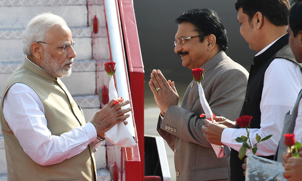 The Prime Minister, Narendra Modi being welcomed by the Governor of Maharashtra, C. Vidyasagar Rao and the CM of Maharashtra, Devendra Fadnavis, on his arrival, at Mumbai, Maharashtra.