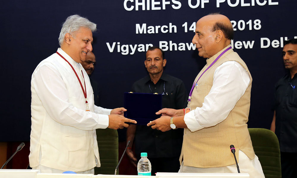 The Union Home Minister, Rajnath Singh being presented a memento by the Director, IB, Shri Rajiv Jain, at the inauguration of the two-day Asia-Pacific Regional Conference of the International Association of Chiefs of Police (IACP).