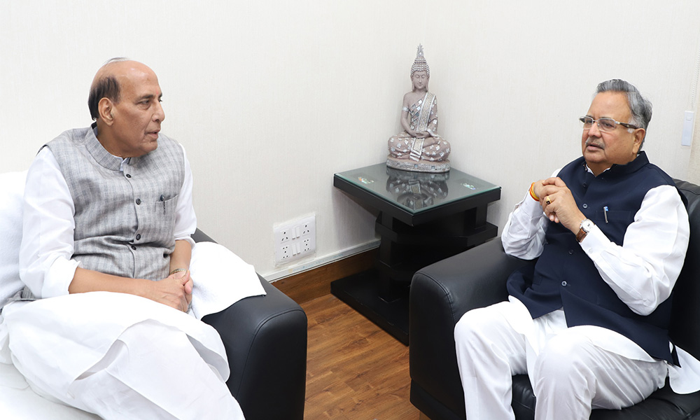 The Chief Minister of Chhattisgarh, Dr. Raman Singh calling on the Union Home Minister, Rajnath Singh, in New Delhi.