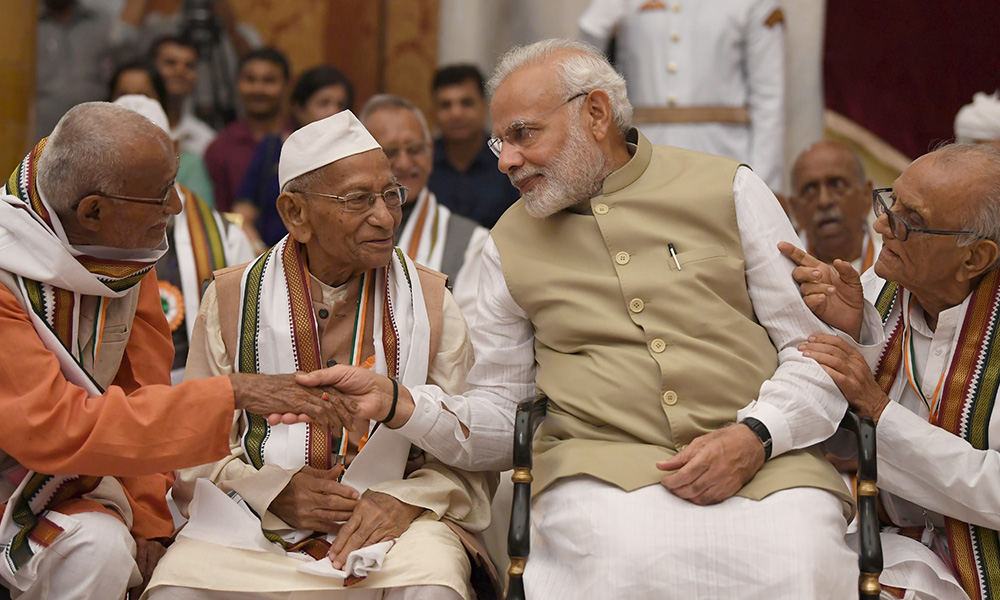 PM Modi interacting with the Freedom Fighters, during the 'At Home' function, hosted by the President on the occasion of 76th Anniversary of the Quit India Movement, at Rashtrapati Bhavan