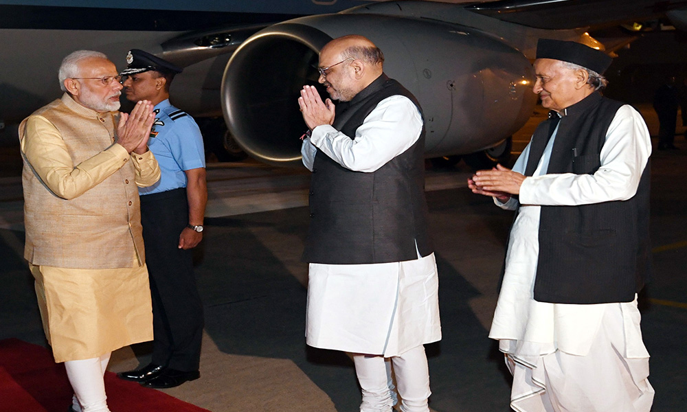 The Prime Minister, Narendra Modi being welcomed by the Governor of Maharashtra, Bhagat Singh Koshyari and the Union Home Minister, Amit Shah, on his arrival, in Pune.