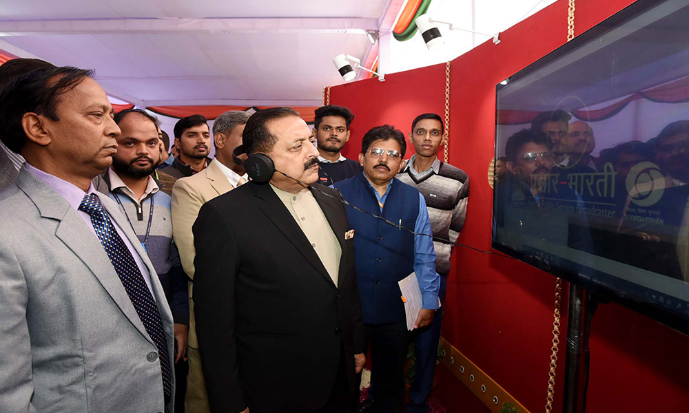 The Minister of State, Dr. Jitendra Singh visiting the 'Digital Exhibition on History of Constitution of India', organised by the Department of Personnel & Training, Ministry of Personnel, Public Grievances and Pensions, in New Delhi .