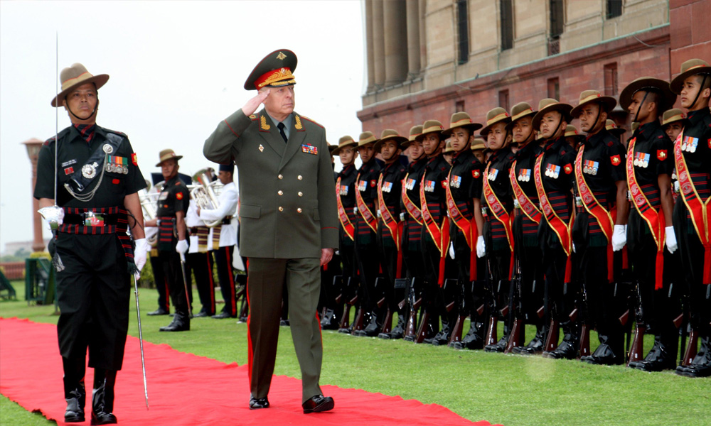 The Land Forces Cdr. Russian Federation, Col. Gen. Salyukov Oleg Leonidovich inspecting the Guard of Honour, in New Delhi.