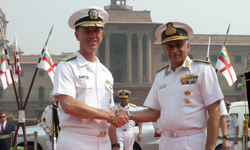 The Chief of Naval Staff, Admiral Sunil Lanba receiving the Chief of Naval Operations, US Navy, Admiral John Michael Richardson, in New Delhi