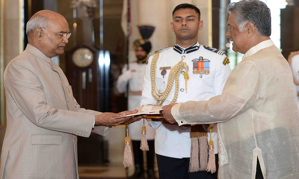 The Ambassador-designate of the Republic of Philippines, Ramon S. Bagatsing Jr. presenting his credential to the President, Ram Nath Kovind, at Rashtrapati Bhavan, in New Delhi.