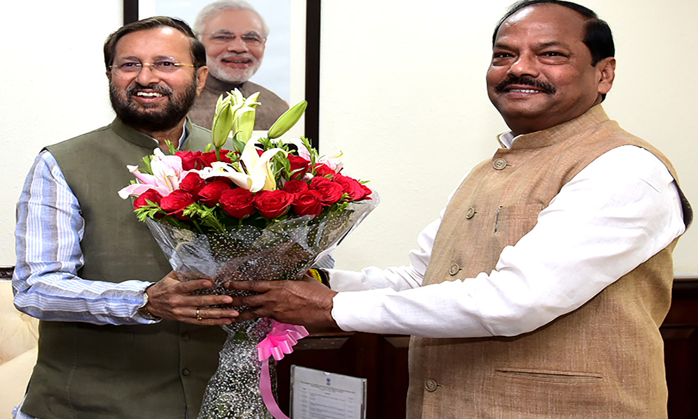 The Chief Minister of Jharkhand, Raghubar Das meeting the Union Minister for Environment, Forest & Climate Change and Information & Broadcasting, Prakash Javadekar, in New Delhi.