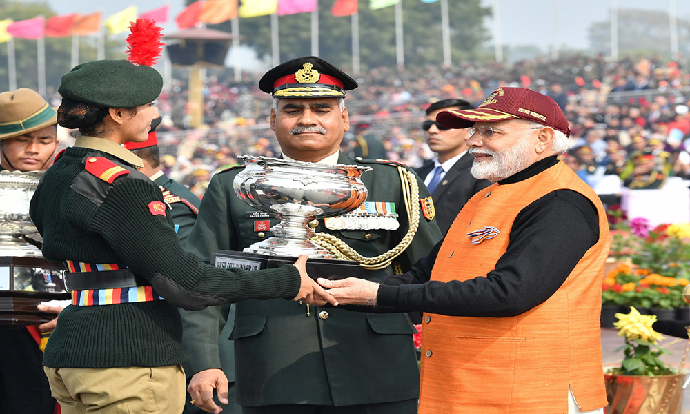 The Prime Minister, Narendra Modi presenting the trophy to the winners, at the PM's National Cadet Corps (NCC) Rally, in New Delhi.