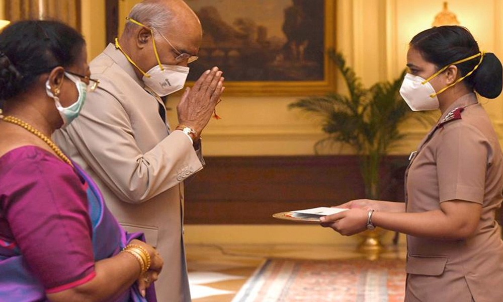 President, Ram Nath Kovind celebrating Raksha Bandhan with the members of the nursing community, at Rashtrapati Bhavan, in New Delhi.