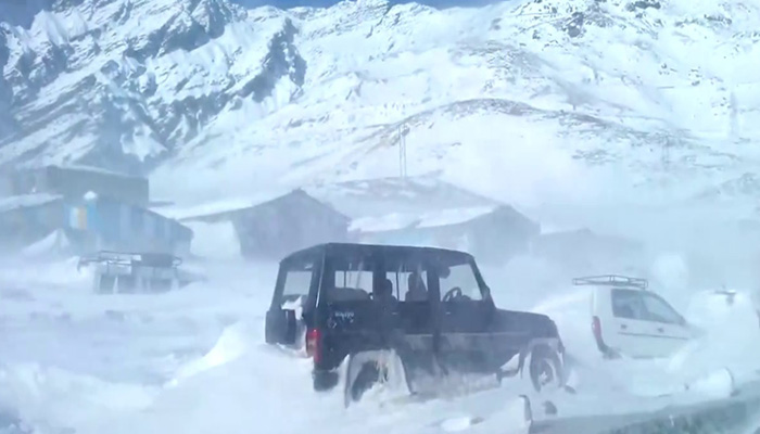 J&K: Ladakh receives heavy snowfall